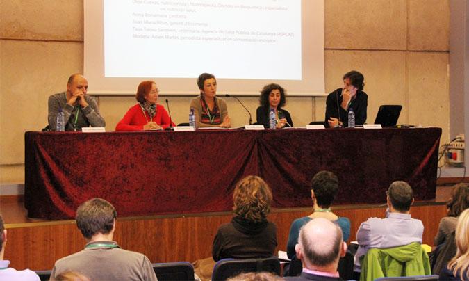 <b>Joan Maria Ribas</b> (Ecomenja), <b>Olga Cuevas</b> (doctora en bioquímica y especialista en nutrición y salud), <b>Anna Bonamusa</b> (pediatra), <b>Txus Tolosa</b> (ASPC) y <b>Adam Martin</b> (periodista). ©Rest_colectiva.