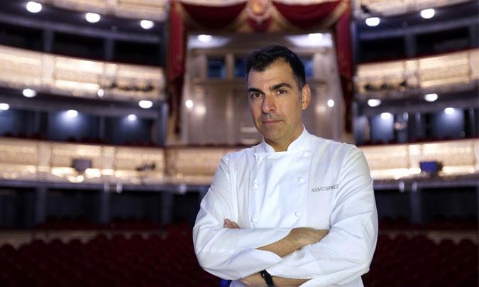 El chef catalán <b>Ramon Freixa</b> fotografiado en el Teatro Real de Madrid. <br>Fotos de inicio y superior: © Javier del Real.