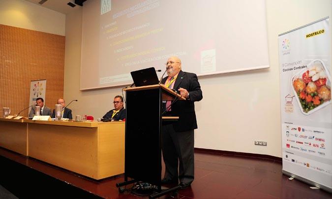 Sesión sobre restauración sociosanitaria… José Luis Iáñez, presidente de la AEHH, en primer término de la foto. ©Paco_Deogracias.