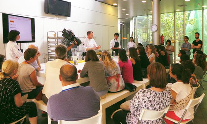 <b>Marc Puig-Pey</b> y <b>Núria May</b> fueron los encargados de impartir el taller al que asistieron medio centenar de personas. ©Rest_colectiva.