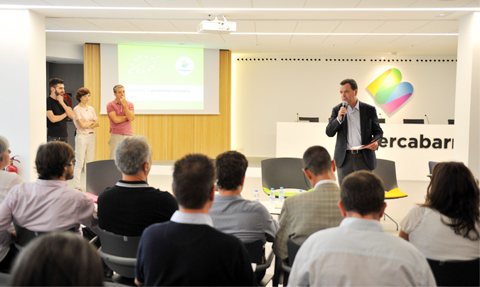 El director general de Mercabarna, <b>Josep Tejedo</b>, en la presentación de la jornada. A su izquierda las tres personas de Marked Aad que han elaborado el estudio. ©Mercabarna.