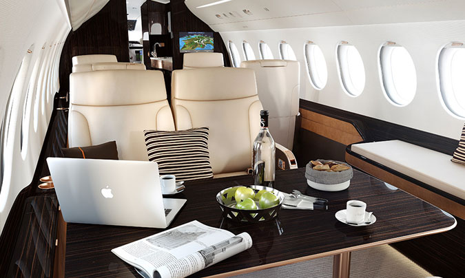 Foto de portada de sección y superior: © Dassault Aviation (www.dassaultfalcon.com)