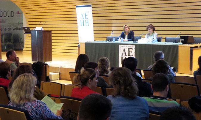 <b>Carmen Gómez Candela</b>, jefa del Servicio de Nutrición Clínica y Dietética de La Paz de Madrid (izquierda en la foto), junto a <b>Clara Ledesma</b>, miembro del Comité Ejecutivo de la asociación.