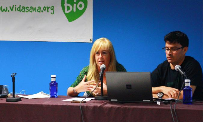 <b>Montserrat Martí</b>, directora de la escuela 'Farigola' de Barcelona y <b>Carles Moreno</b>, de la asociación 'Xino-Xano'. ©Rest_colectiva