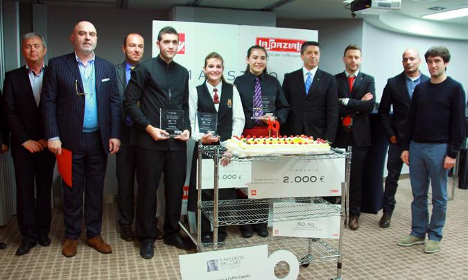Foto de familia de los ganadores, jurados y organizadores. ©Rest_colectiva
