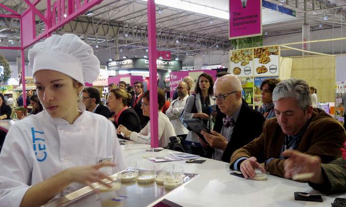 Showcooking_2. El taller ha sido teórico-práctico y se han dado a degustar diversos platos como ejemplo de menús texturizados para personas con disfagia.