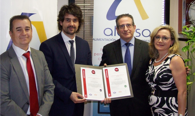 Miembros del equipo de Alcesa mostrando la certificación de Oca Cert. @Alcesa.