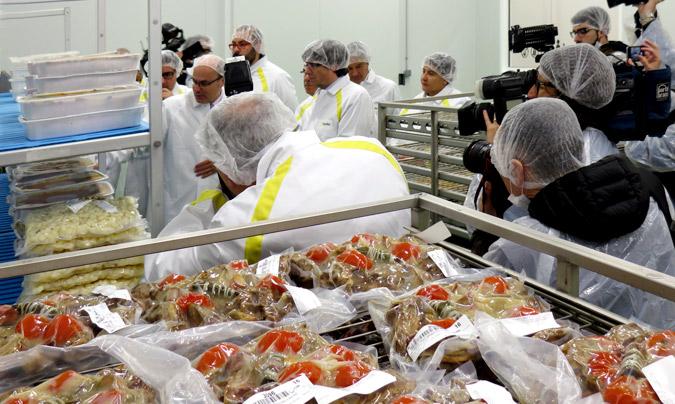 Un momento de la visita del presidente Puigdemont a las nuevas instalaciones.