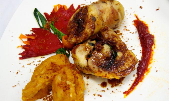 Uno de los platos ganadores de la cocinera española: 'Rollito de pollo de corral y puré de patatas al pimentón de la vera, aderezado con sal de tasajo'. ©Jean-Louis Faurie.
