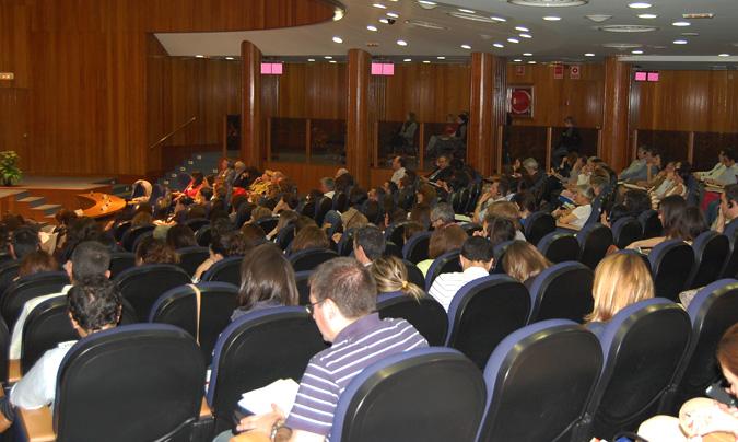 En la jornada participaron más de 320 asistentes, responsables del control y gestión de la seguridad alimentaria, en la propia administración y en la industria. © Aesan