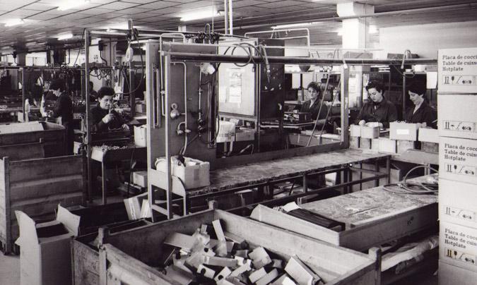 En la década de los 60, los estatutos de las cooperativas aceptaban la incorporación de la mujer al trabajo, pero solo hasta que éstas se casaban, momento en el que debían pasar a dedicarse al cuidado de marido e hijos.