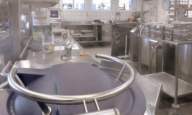 El futuro pasa porque la comida vaya 'sobre ruedas', desde la cocina al comedor de los centros.