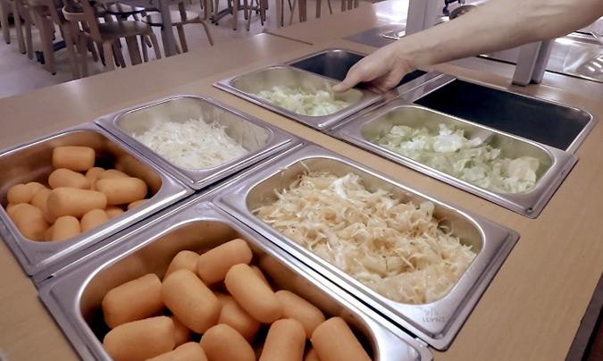 El tráfico logístico horizontal facilita que la comida llegue a los comedores en las condiciones idóneas de temperatura.
