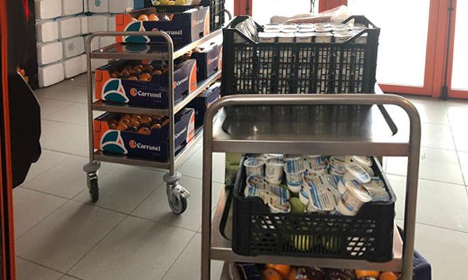 Servicios Hosteleros a Colectividades dona alimentos y 2.000 guantes de nitrilo