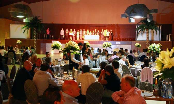 El congreso incluyó una cena para todos los congresistas, en la que se entregaron los premios a las mejores comunicaciones libres y una aportación económica de la AEHH a Cáritas y Cruz Roja.
