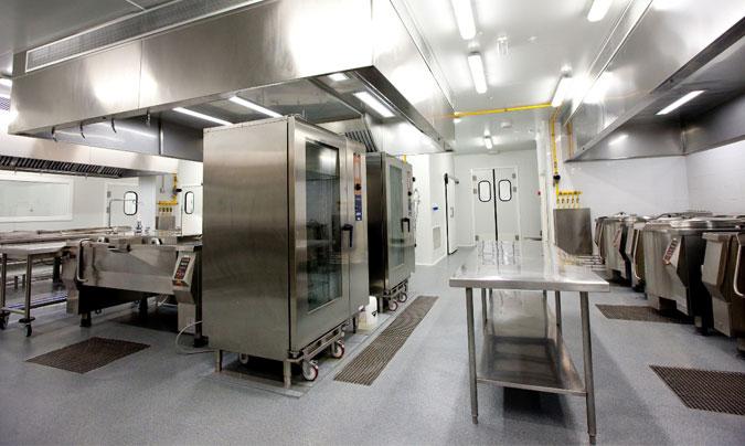 Zona de cocción del centro de producción en línea fría del Nou Hospital de Sant Pau (Barcelona). ©Euroline
