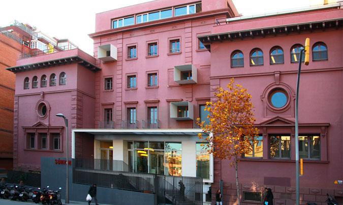 Exterior de la escuela Súnion, donde se realizan los talleres. ©Rest_colectiva