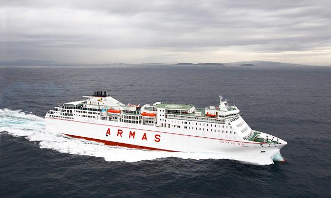 El buque 'Volcán del Teide' transporta unos 200 viajeros en temporada baja, y unos 900 / 1.000 en verano. © Naviera Armas