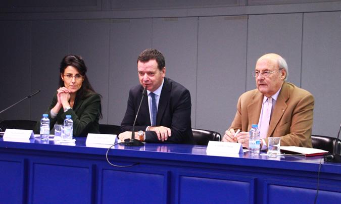 <b>Olga Cuesta</b> (Asociación Celíacos de Catalunya), <b>Josep Tejedo</b> (dtor. Gral. Mercabarna) y <b>Alfons Conesa</b> (Agencia Catalana del Consumo). © Rest_colectiva