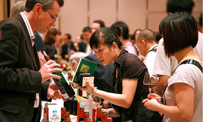 El vino es el producto más exportado, con 2.583 millones de euros (un 5% más que en 2012).