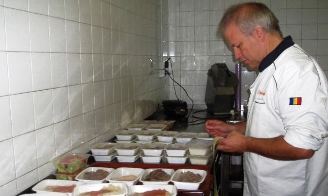 Pep Escolà, uno de los socios fundadores de El Rebost del Padrí, empresa encargada de preparar los menús de los niños con alergias e intolerancias.