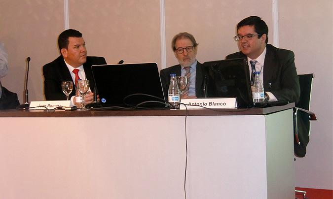 De izquierda a derecha: <b>Juan Romera</b>, director de CostOut; <b>Rafael Andrés</b>, presidente de Amer (Asociación Madrileña de Empresas de Restauración); y <b>Antonio Blanco</b>, de Chillida Compendia.