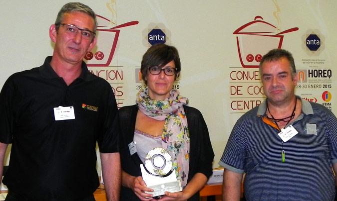 Premio Innovanta: Bo i Sa. Entregó el premio <b>Jordi Gállego</b> (Custom Culinary); recogieron <b>Anna Bosch</b>, directora de Bo i Sa y <b>Francesc González</b>, responsable de cocina.
