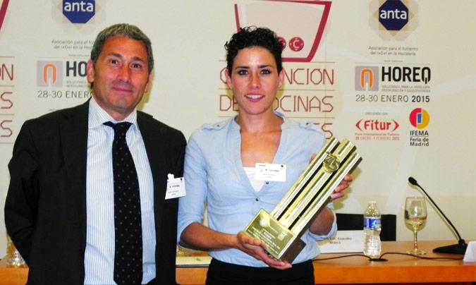 Premio Excel 45: Enasui. Entregó el premio <b>Javier Rodrígez</b> (Anta); recogió, <b>Marta Carmona</b>, directora de la cocina central de Enasui.