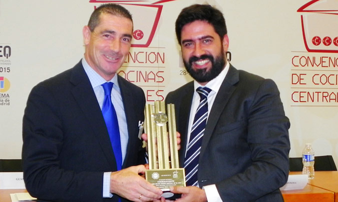 Premio Excel 45: Cook & Events. Recogió el premio <b>Ignacio Bernaldo de Quirós</b>, director general de Cook & Events; entregó, <b>Raúl Calleja</b>, director de Horeq.