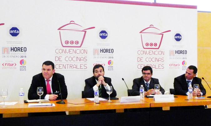 Segunda sesión: 'Mantenimiento y eficiencia energética en cocinas centrales'. De izda. a dcha.: <b>Juan Romera</b>, <b>Francisco Espinosa</b>, <b>Antonio Blanco</b> y <b>Fernando Laso</b>. © Rest_colectiva.