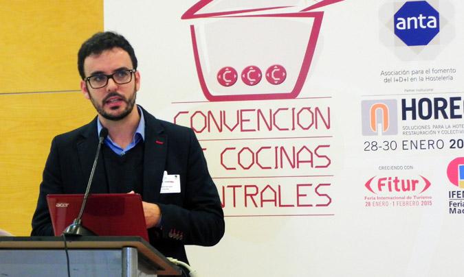 Tercera sesión: 'Uso de alimentos bio en cocinas centrales'. Moderador, <b>Gustavo Barroeta</b>, director general de holaBio!. © Rest_colectiva.