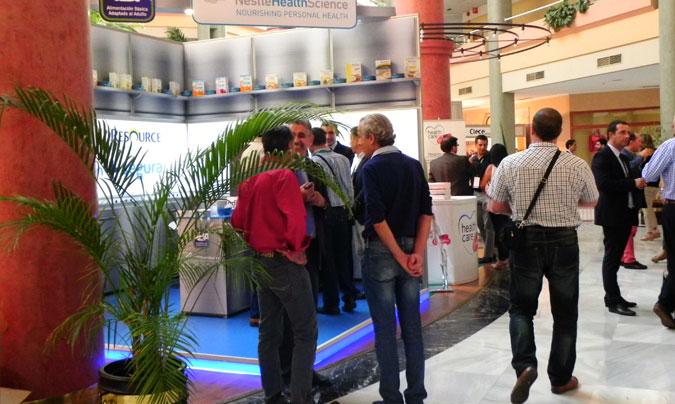 La exposición comercial reunió a un total de 27 empresas que presentaron sus novedades a los 380 profesionales que acudieron a Sevilla.
