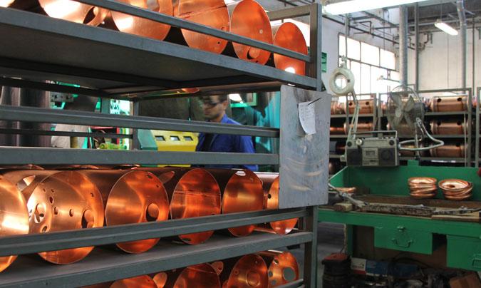 Los cilindros de la caldera de las máquinas, preparados para ser montados y soldados uno a uno. ©Rest_colectiva.