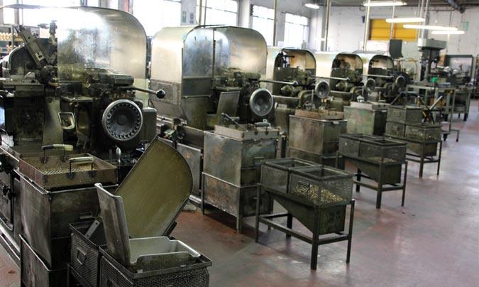 La máquinas de la imagen fabrican un tipo determinado de tuerca que se utiliza en la fabricación de las cafeteras. ©Rest_colectiva.