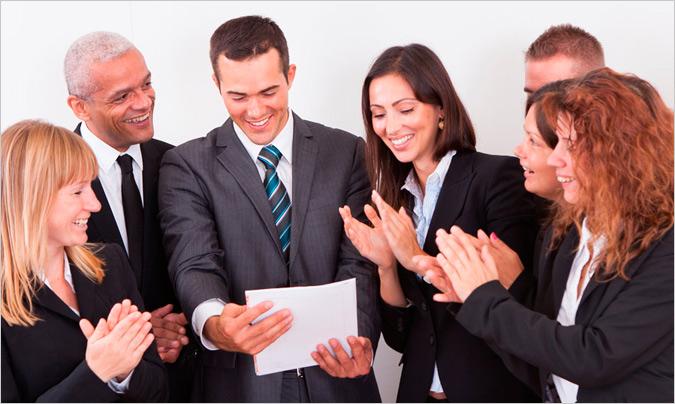 Reconocer los logros y valorar al equipo, las cualidades del jefe ideal para la mayoría