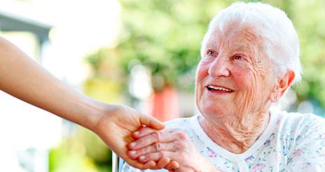 Alimentar a personas mayores es pensar en el aspecto terapéutico y el afectivo