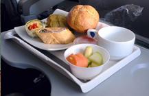 ¿Por qué la comida del avión no sabe bien?