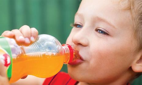 Los niños españoles prefieren alimentos con más sal, azúcar, grasa y más fuertes