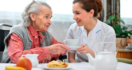 La nutrición en enfermos de Alzheimer, recomendaciones para los cuidadores