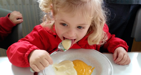 El verbo comer no tiene imperativo; enseñar a comer sin utilizar medidas coercitivas