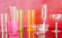 Francia prohibirá la utilización de vasos, platos y cubiertos de plástico a partir de 2020