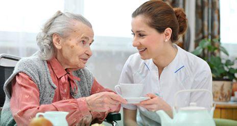 Las causas del estreñimiento en las personas mayores y la dieta adecuada para combatirlo