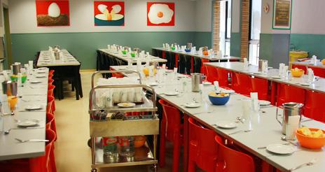 Organización en la cocina para garantizar platos libres de alérgenos en el comedor escolar