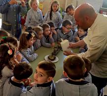 El colegio Nª Sª de la Consolación de Benicarló acerca el trabajo de Raúl Resino a los alumnos