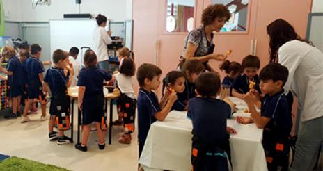 Alícia educa en alimentación sana y sostenible a los 700 alumnos del colegio 'Oms i del Prat'