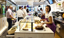 El aeropuerto de Barcelona-El Prat renueva su oferta gastronómica con 50 locales nuevos