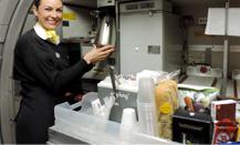 Vueling celebra su decimocuarto aniversario con un menú más saludable e internacional