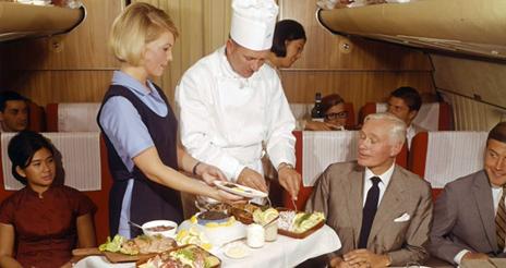 Curiosidades sobre los menús de avión: del lujo al low cost en menos de 100 años