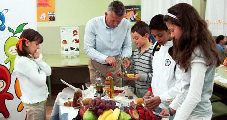 Los grandes chefs, a favor de enseñar sobre cocina y nutrición en la escuela