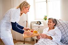 El número de usuarios de servicios de asistencia a domicilio crece un 70% en 10 años
